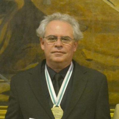 Ac. Marcelo Lufiego explica a missão da maçonaria, em novo livro
