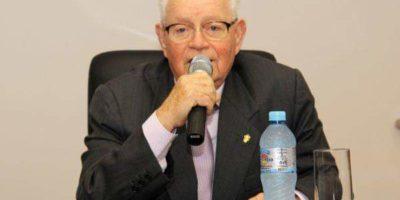 Acadêmico Adauto recebeu a Medalha Dona Francisca